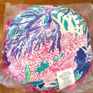NWT LILLY PULITZER ROUND PILLOW
